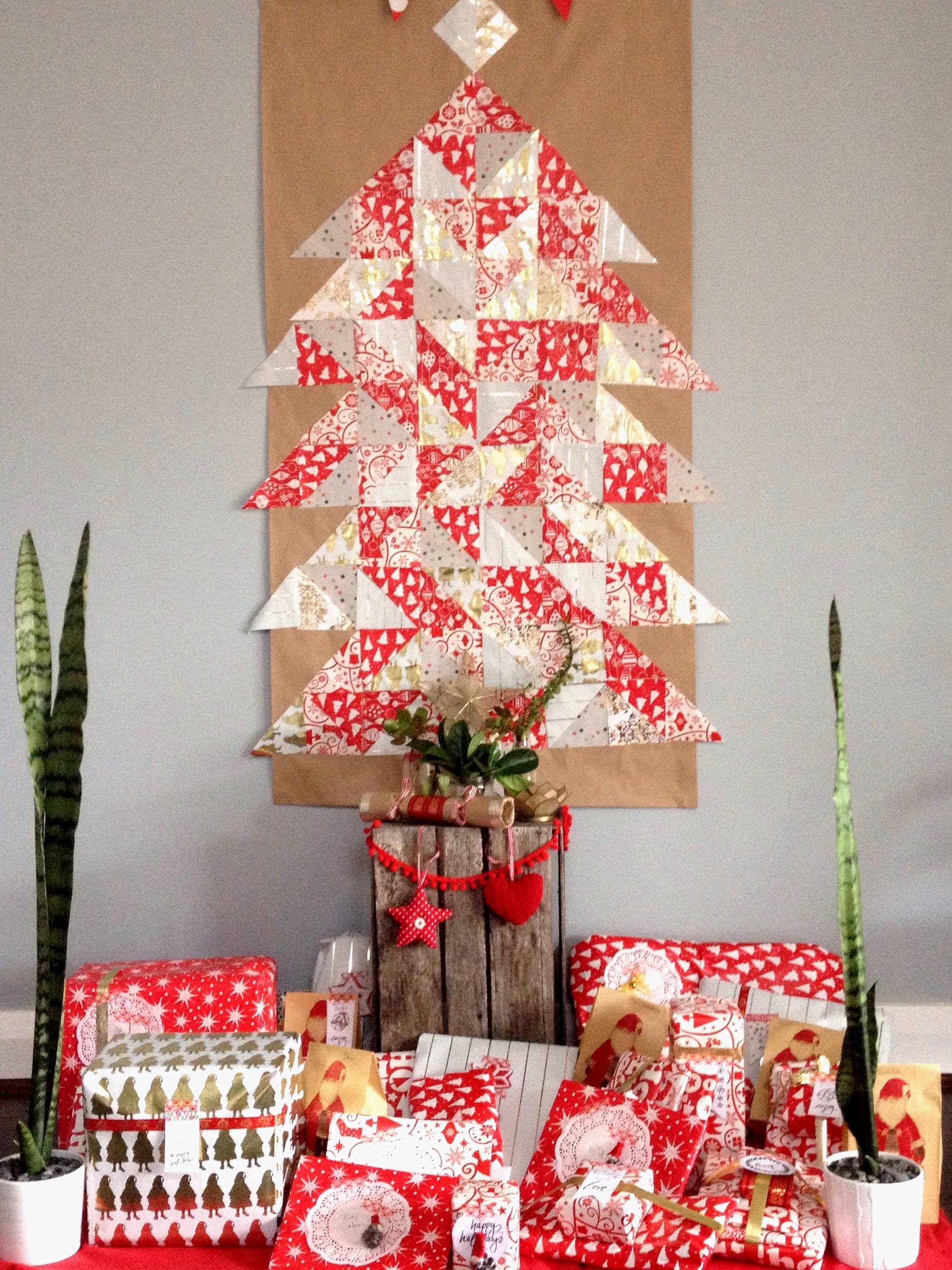 Best wall christmas trees for Christmas pictures for facebook wall