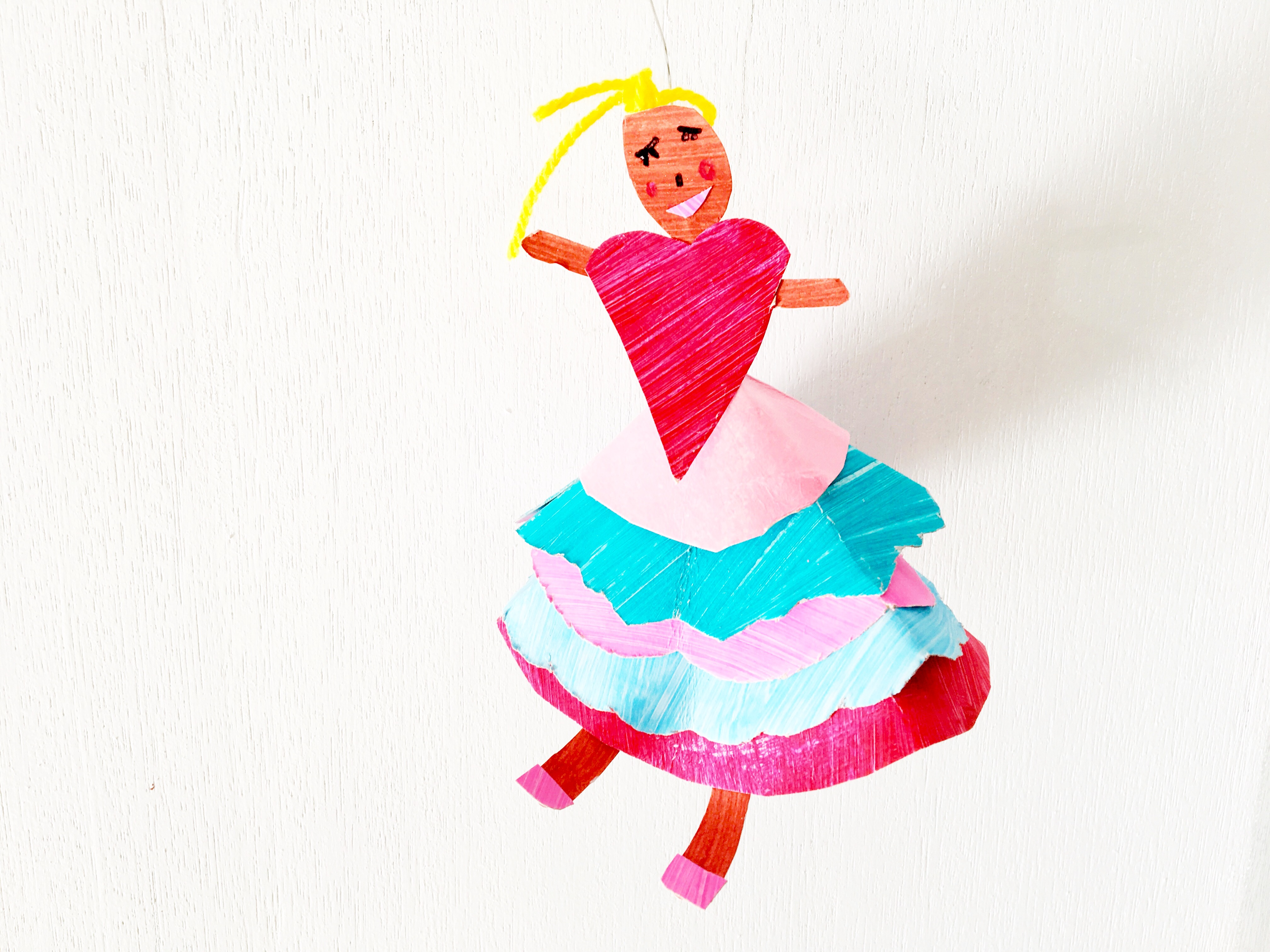 Make graceful dancer puppets out of paper plates. A simple kids craft for the little ballerina or dance-lover!!