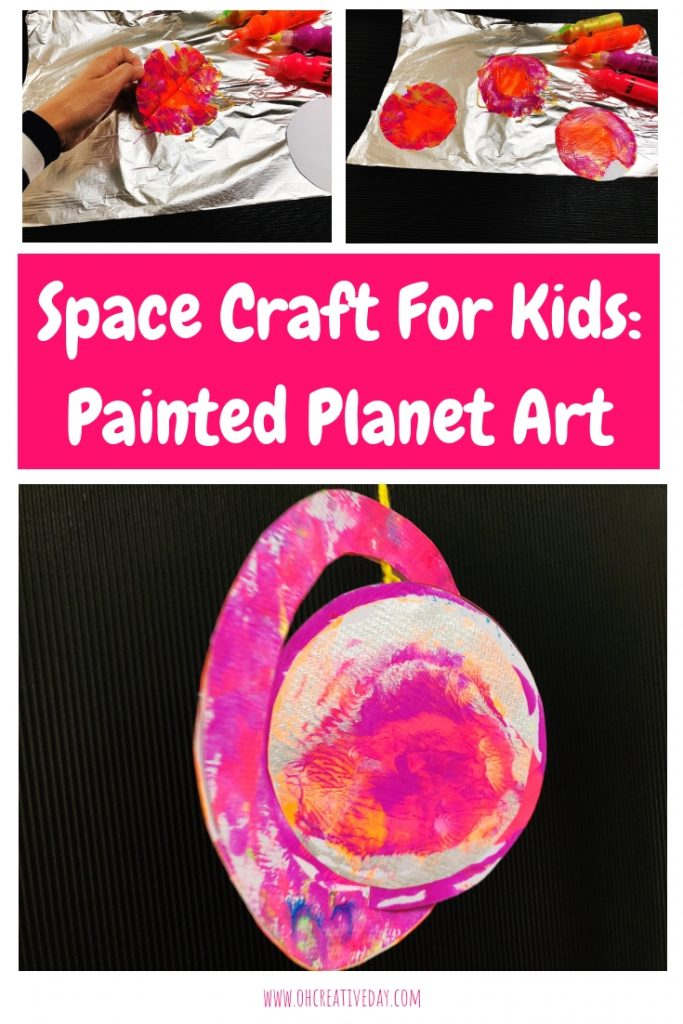 Space Craft for Kids | Painted Planet ArtThis space craft for kids uses a fun and simple printmaking technique involving aluminium foil. Attach your print to a CD and you have yourself some colourful painted planet art! #spacecraft #kidscrafts #craftsforkids #planetcraft